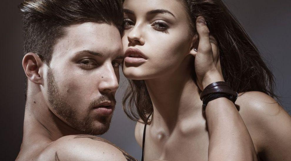 7 trucuri prin care poti sa seduci un barbat fara sa te straduiesti. Cum il poti avea la picioare cu minimum de efort