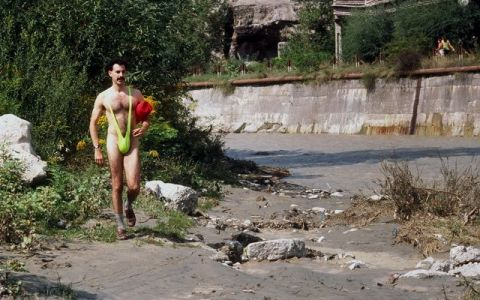 Sigur ti-l amintesti pe Borat. Cum arata acum Sacha Baron Cohen si cum s-a transformat pentru cel mai recent rol