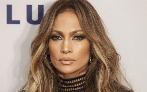 Toate fanele vor sa-i copieze manichiura divei Jennifer Lopez. Cum si-a facut unghiile cea mai hot cantareata latino