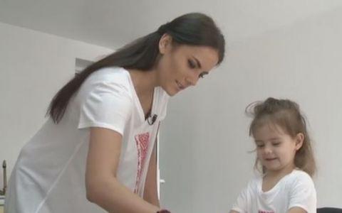 Nicolle Stanese, gazda emisiunii  Bake Off Romania , patiser de meserie pentru fiica sa. Ce deserturi gatesc cele doua