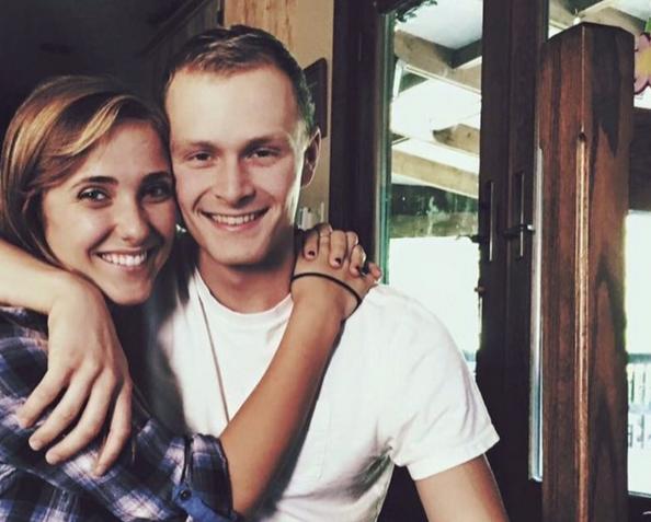 La 18 ani a cerut-o in casatorie pe iubita sa. Motivul pentru care povestea lor de dragoste a cucerit internetul