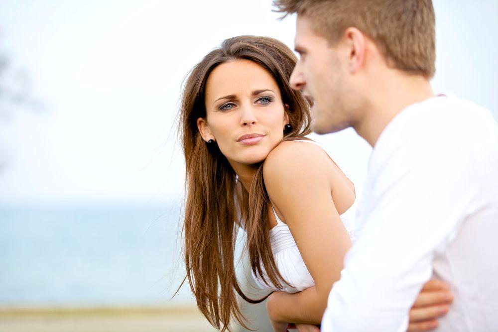 7 semne evidente ca iubitul tau te minte. Cum sa iti dai seama ca iti ascunde ceva