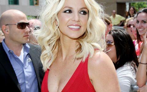 Britney Spears, acoperita doar cu un prosop. Vedeta are, din nou, un corp spectaculos: FOTO