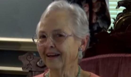 Dupa 61 de ani, sotul ei recunoaste ca se uita la alte femei. Motivul pentru care asta o face pe sotia lui sa zambeasca