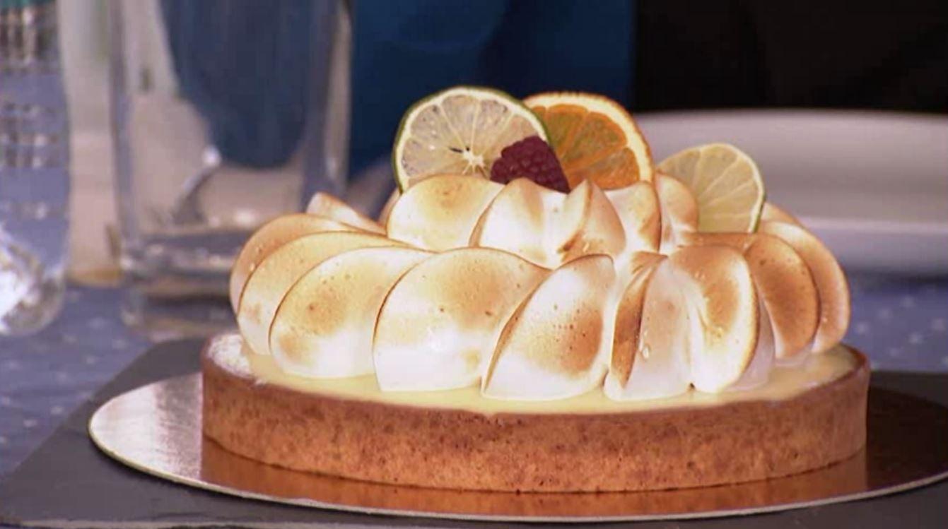 Te-a impresionat tarta de lamaie cu bezea? Afla cum o poti prepara la tine acasa