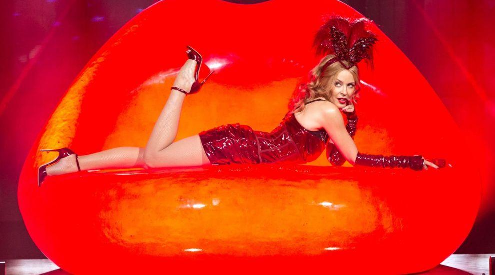Toata lumea o stie pe Kylie Minogue, dar multi spun ca sora ei e mult mai frumoasa. Cum arata superba Dannii