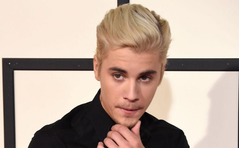 Justin Bieber, ipostaze incendiare alaturi de dansatoarea sa. Dansul celor doi a aprins imaginatia fanelor