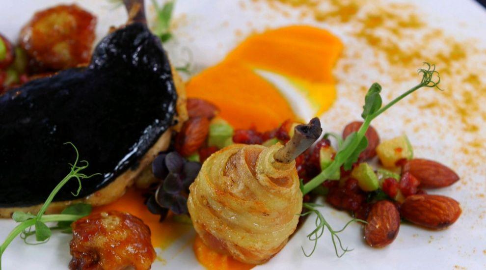 Arata delicios! O farfurie demna de un concurs culinar. Cum sa prepari Cocos pitic cu cerneala de sepie si chorizo
