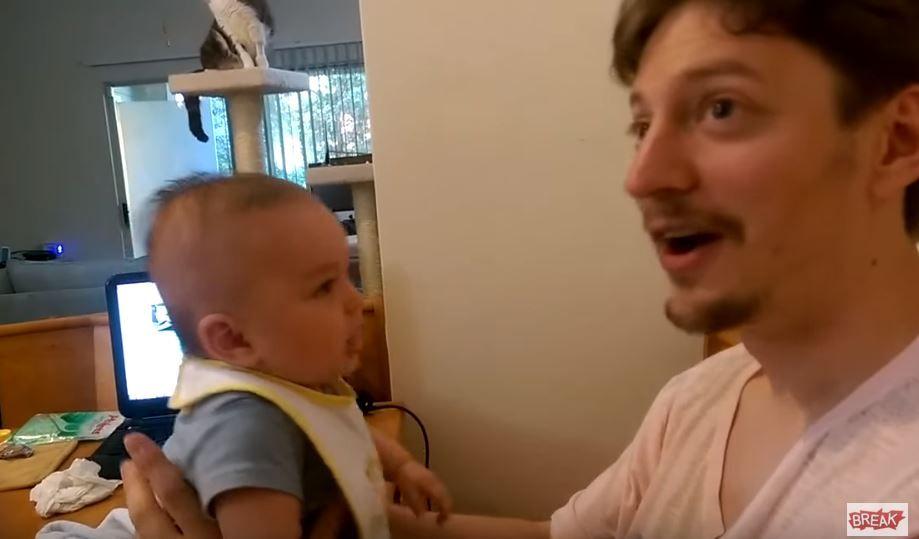 Tatal incearca sa imite bebelusul de doar 3 luni, dar in mai putin de 10 secunde ramane fara cuvinte. Ce s-a intamplat