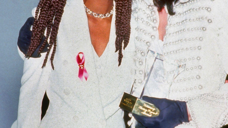 A stat departe de lumea mondena in ultimii ani, dar paparazzii au surprins-o. Cat de bine arata Janet, sora lui Michael Jackson, la 49 de ani
