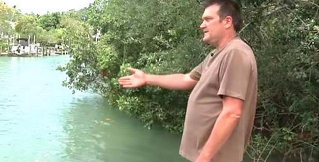 A vazut ceva ciudat in apa si a inceput imediat sa filmeze! Nu i-a venit sa creada cand si-a dat seama ce era de fapt