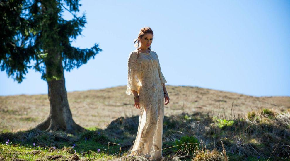 """Cristina Balan a lansat in PREMIERA la Vorbeste Lumea videoclipul piesei """"Unbreakable"""""""