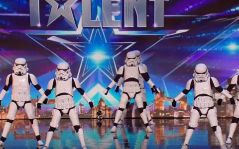 Au urcat pe scena imbracati in costume Star Wars, dar nimeni nu a banuit ce aveau sa faca. Reprezentatia care le-a oferit un loc in Semifinala
