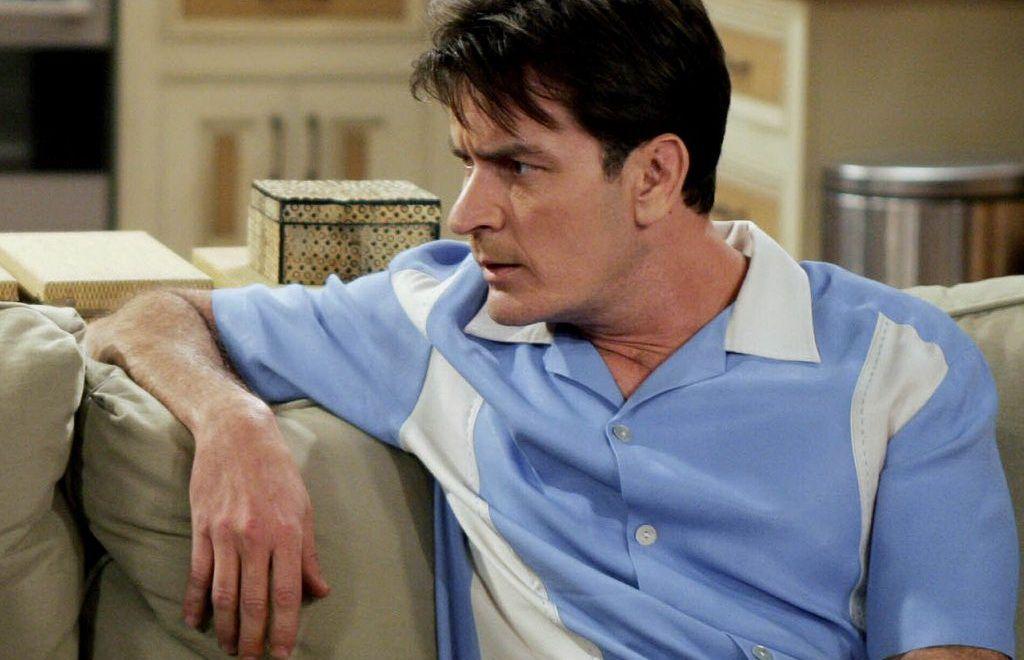 Ce s-a mai intamplat cu Charlie Sheen dupa anuntul ca e seropozitiv. Cum arata starul acum