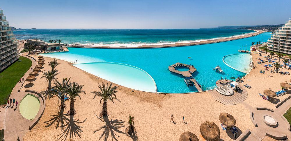 Cine n-ar vrea sa faca baie aici? Cum arata una dintre cele mai mari piscine din lume. Imaginile sunt de-a dreptul spectaculoase