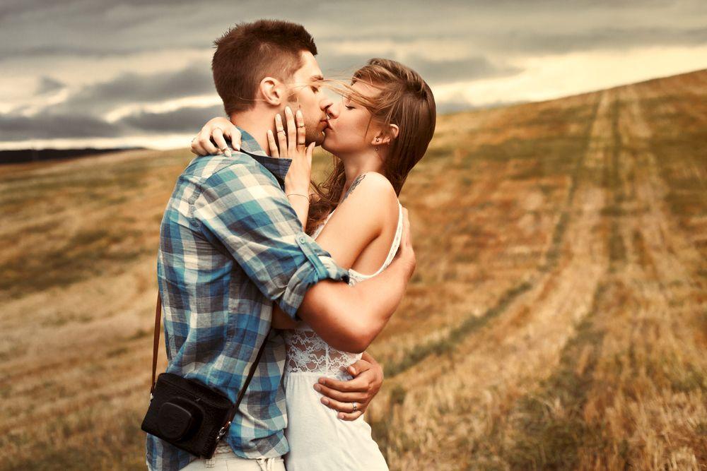 7 greseli pe care poti sa le faci atunci cand saruti un barbat. Cum le eviti