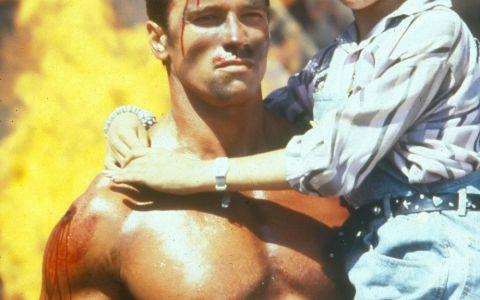 Cine e fetita din bratele lui Arnold: 32 de ani de la filmul in care o actrita stralucitoare debuta pe marele ecran