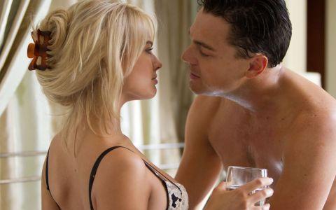 Margot Robbie, sexy cu umerii goi. Cum a aparut in public noua papusica de la Hollywood