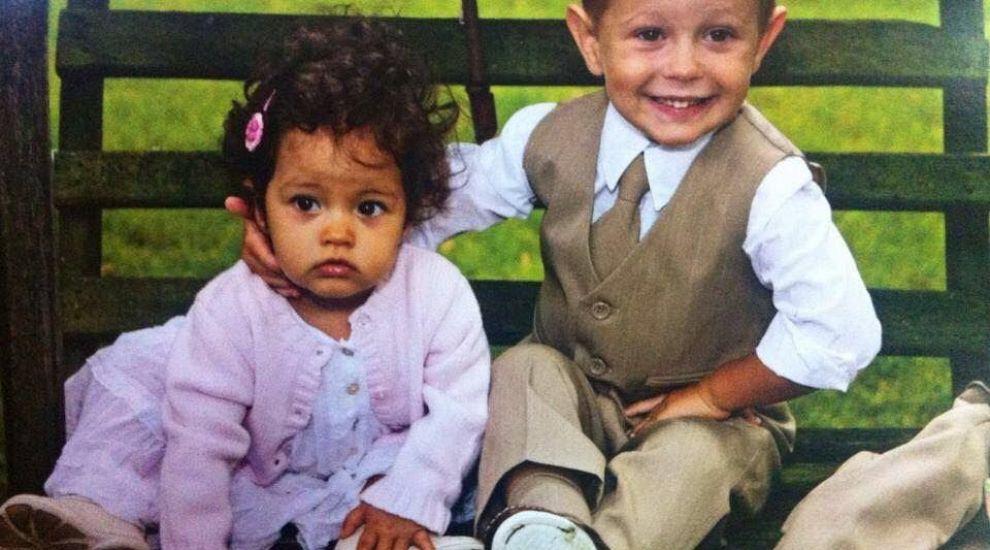 Imaginea de mii de like-uri. Andreea Esca a postat o fotografie cu fiul ei adolescent si cu fiica lui Virgil Iantu, in aceeasi ipostaza in care au pozat cand erau bebelusi