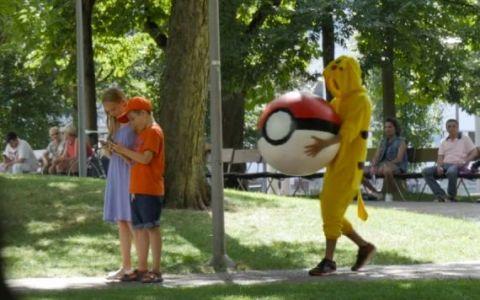 Milioane de oameni s-au uitat in mai putin de o zi la  Razbunarea Pokemonilor ! Ce au patit oamenii care il vanau pe Pikachu
