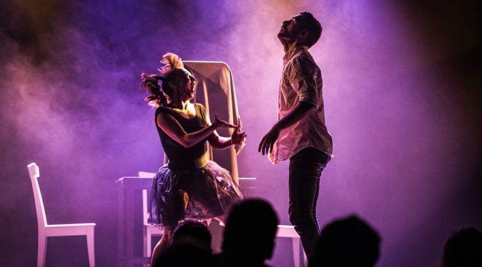 Finalistul sezonului cinci Romanii au talent, Bogdan Bolohan, prezinta spectacolul Silent Struggle pe scena Festivalului de Teatru Independent UNDERCLOUD