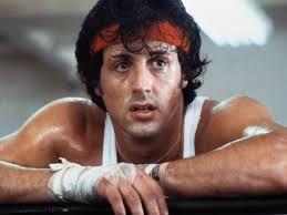 Ii face concurenta lui Stallone. Cat de simpatic e micutul care se  antreneaza  pe muzica si imaginile din Rocky