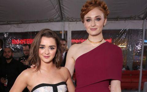 Surorile Stark, de nedespartit si in afara platourilor de filmare. Sophie Turner si Maisie Williams s-au tatuat impreuna