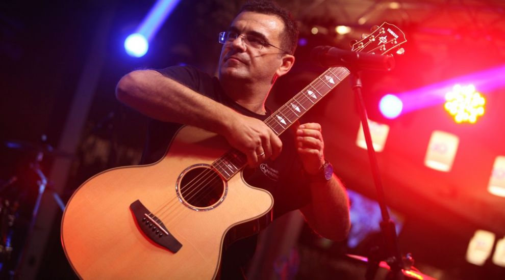Trubadurul din Fierbinti, Mihai Margineanu, aniverseaza 11 ani de cariera muzicala in Romania!