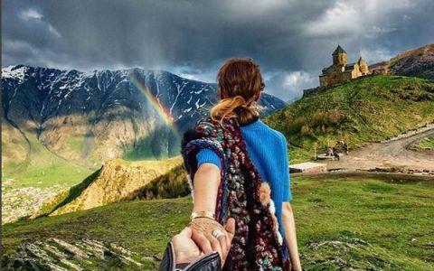 Cuplul care s-a fotografiat in cele mai frumoase locuri surprinde din nou. Ea a imbracat din nou rochia de mireasa