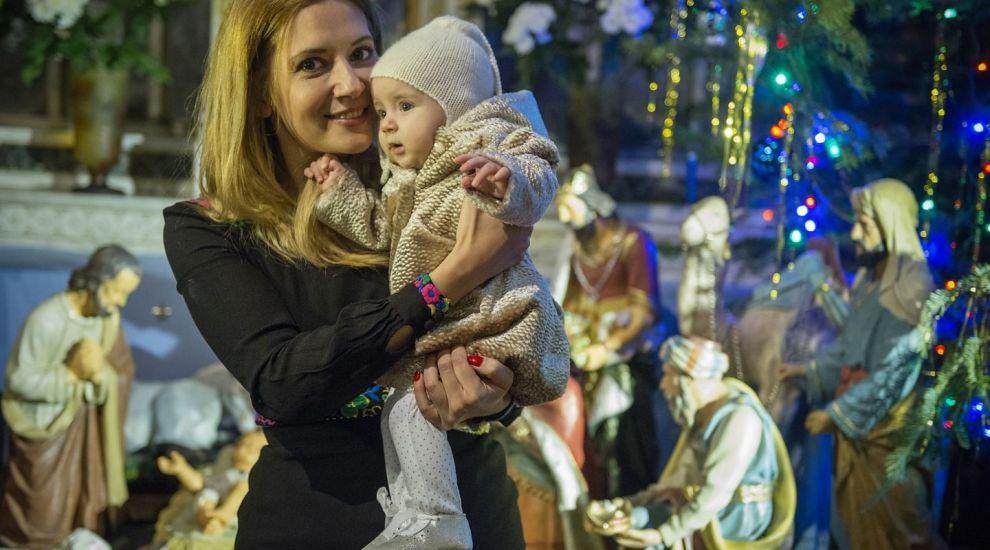 Amalia Enache si-a botezat fetita de Craciun