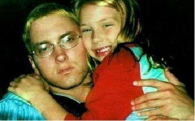 Eminem a tinut-o mereu ascunsa pe fiica lui de obiectivul aparatelor foto. Imagini rare cu fiica rapperului