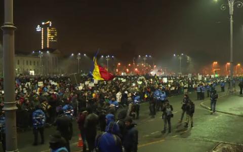 A treia zi de proteste in Bucuresti: 80.000 de oameni, in fata Guvernului. Mai multe informatii pe Stirileprotv.ro