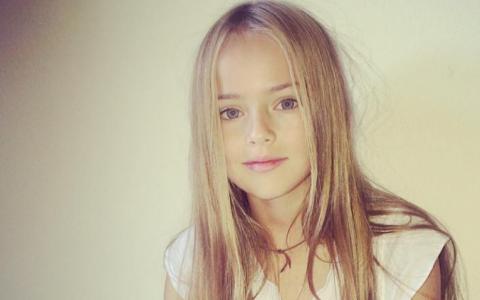 La 3 ani debuta ca model international, iar acum isi face debutul in cinematografie. Kristina Pimenova a crescut