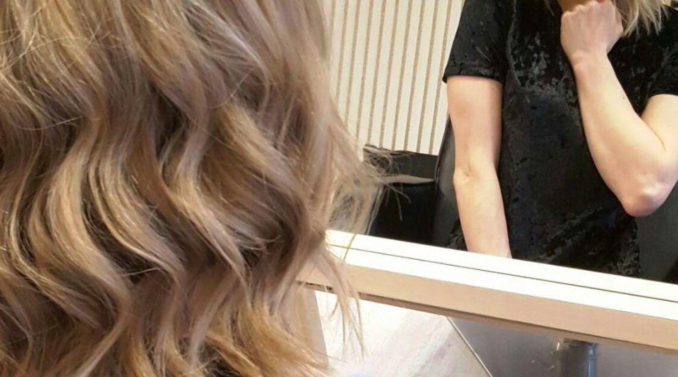 Sandra Izbasa a donat par pentru crearea de peruci pentru femeile diagnosticate cu cancer