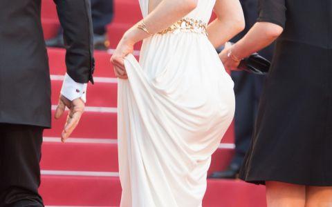 Fiica lui Johnny Depp, frumoasa ca o zeita din Grecia Antica pe covorul rosu de la Cannes. Cum a aparut
