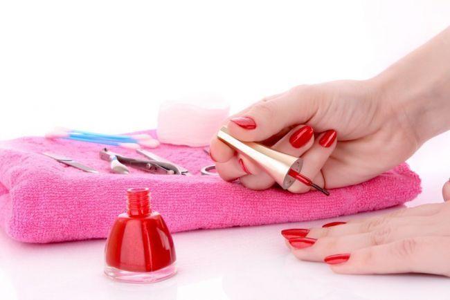 Ce se intampla cu corpul tau la 10 ore dupa ce ai aplicat oja pe unghii!