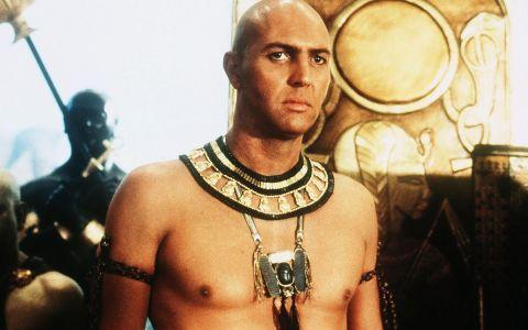 Te-a infricosat in Mumia si Mumia Revine! Cum a ajuns sa arate acum Arnold Vosloo, actorul care l-a jucat pe Imhotep