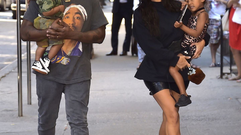 Kim Kardashian, desfiintata de mamele de pe internet. Ce i-a facut vedeta de reality show baietelului ei de un an