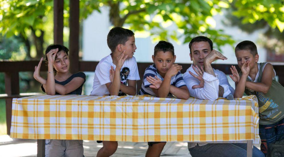 Daniel Nitoiu i-a serbat pe copiii de la SOS Satele Copiilor