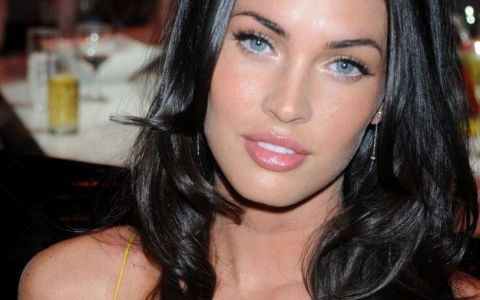 Multi spun ca seamana cu Angelina Jolie, dar ca o intrece clar in frumusete. Cum arata Megan Fox dupa trei nasteri