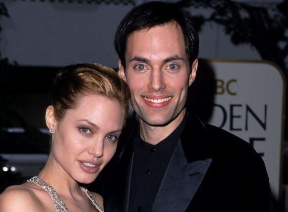 S-au sarutat pe buze la Oscaruri si i-a declarat iubirea. Ce face in prezent fratele Angelinei Jolie