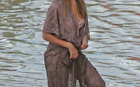 Silueta impecabila pe care o ascunde Jessica Alba sub haine. Cum arata in bikini, dupa doua nasteri