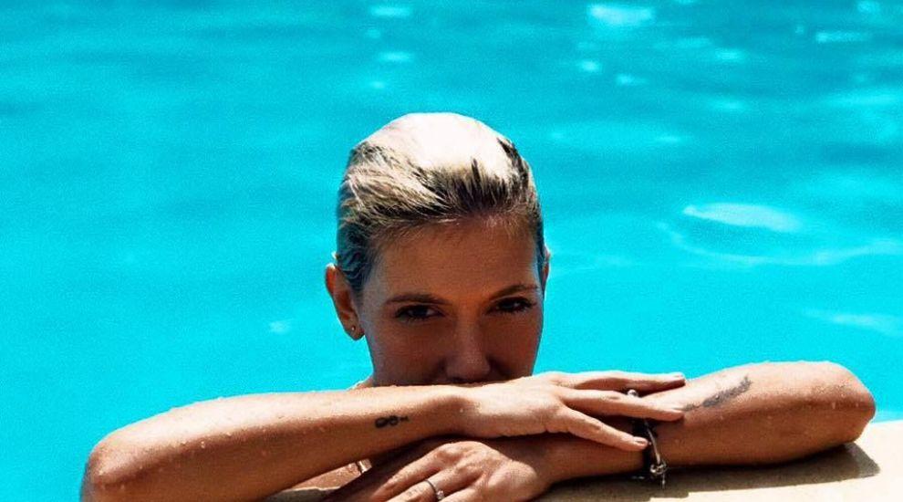 Blonda si cu creasta. Transformarea excentrica prin care a trecut Sore
