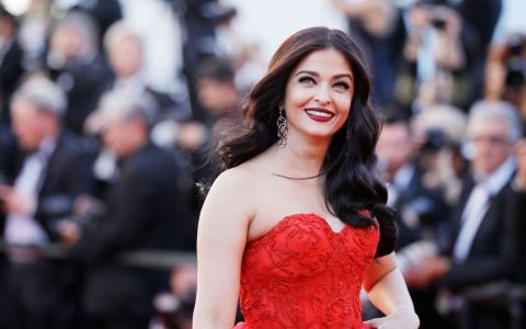 E considerata cea mai frumoasa vedeta, dar putini stiu cum arata sotul ei. Cine e barbatul pe care il iubeste Aishwarya