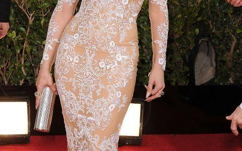 Asemanarea este incredibila! Cea mai reusita sosie a lui J.Lo, in carne si oase. Cat de bine seamana cele doua