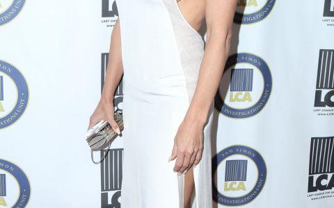 Alte femei isi plimba nepoteii in parc la varsta ei, ea pozeaza in bikini. Cum a fost surprinsa Pamela Anderson