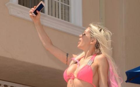 Paparazzi au avut parte de un adevarat spectacol. Cum au surprins-o pe Frenchy Morgan in Santa Barbara: FOTO