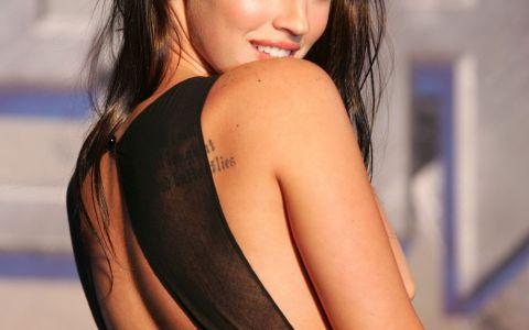 Megan Fox, fotografii doar in lenjerie intima! Cum s-a lasat pozata una dintre cele mai sexy mamici din showbiz
