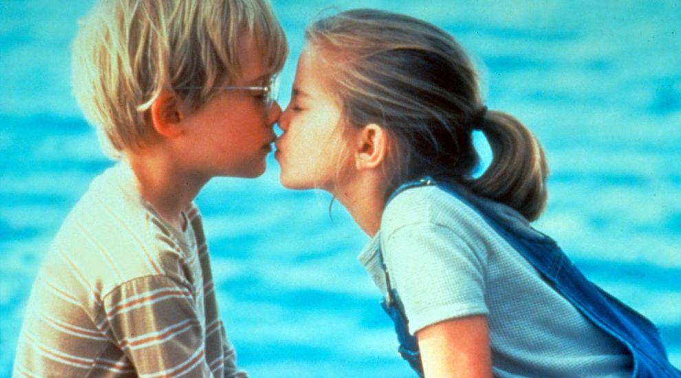 """Primul sarut din viata lui Macaulay Culkin a fost cu ea! Cum arata acum fetita superba care a facut furori in """"My Girl"""""""