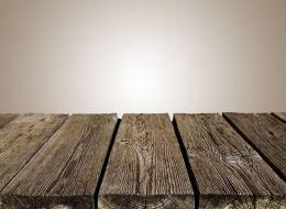 Artistii care transforma lemnul vechi in obiecte de mobilier unice